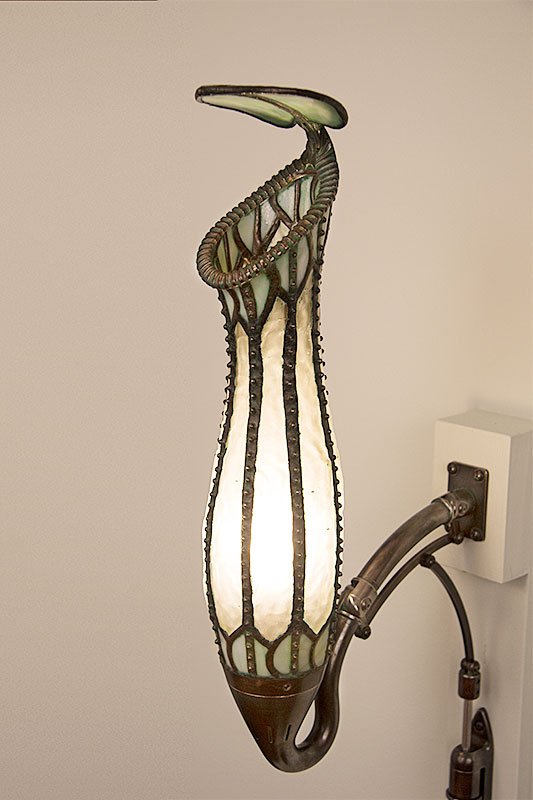 Pitcher Plant Lamp lit